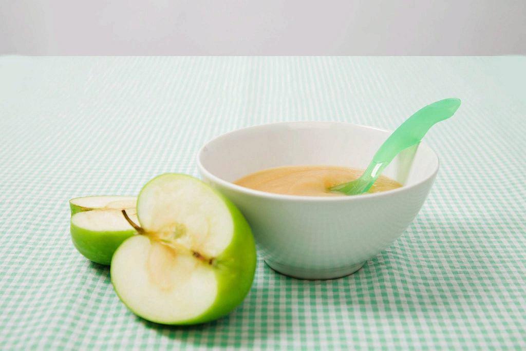 Nowe pokarmy w diecie podajemy dziecku w małych ilościach.