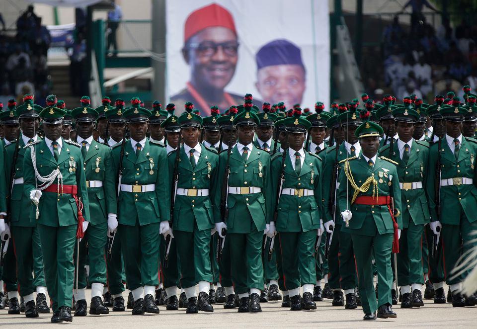 Nigeryjscy żołnierze podczas inauguracji kadencji Buhariego w 2015 r.