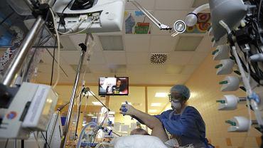 Czechy dostaną setki respiratorów od unijnych partnerów