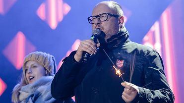 Prezydent Paweł Adamowicz na scenie 27. finału WOŚP. Na kilka chwil przed atakiem mordercy. Gdańsk, 13 stycznia 2019