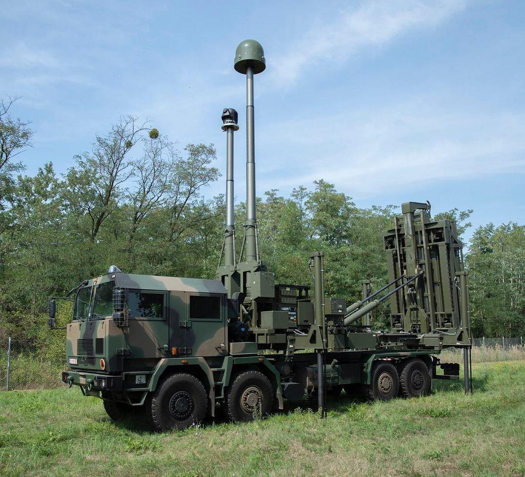 Wyrzutnia rakiet CAMM firmy MBDA pokazowo umieszczona na polskiej ciężarówce Jelcz. Tak teoretycznie mogłaby wyglądać wyrzutnia systemu Narew.