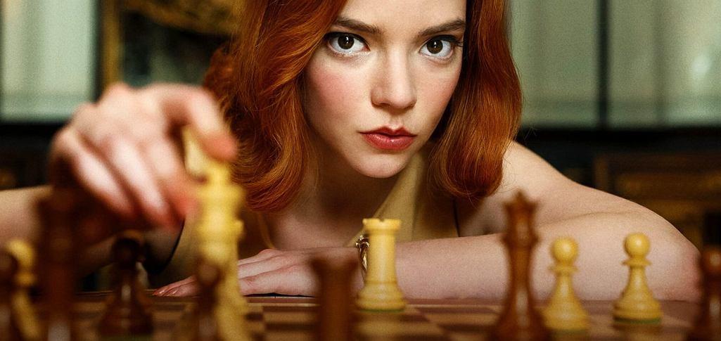 Anya Taylor-Joy jako Beth Harmon w serialu 'Gambit Królowej'. 24-latka zdobyła właśnie Złoty Glob za swoją rolę.