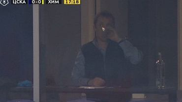 Niecodzienne sceny podczas meczu ligi rosyjskiej. Trener CSKA pił wódkę na trybunach?