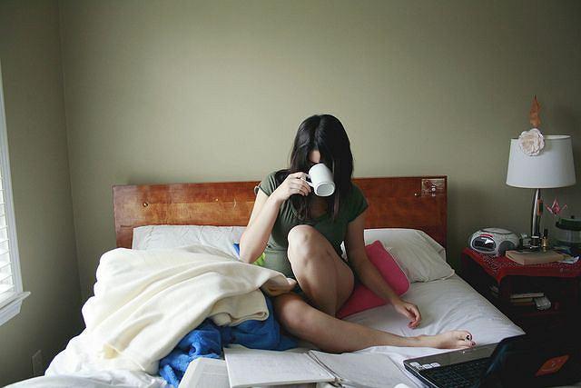 Czytanie, oglądanie, porządkowanie - czynności sprzyjające zdrowieniu