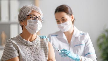 Izrael: są pierwsze oznaki, ze szczepienia przeciw COVID-19 ograniczyły infekcje u osób powyżej 60 la