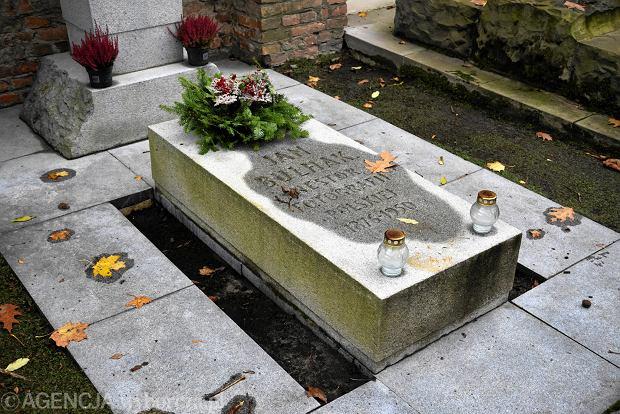 Zdjęcie numer 6 w galerii - Wszystkich Świętych. Tu spoczywa Władysław Reymont i Wojciech Młynarski. Groby w Alei Zasłużonych na Starych Powązkach [ZDJĘCIA]