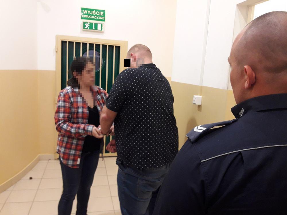 Piaseczno. 31-latek zatrzymany za znęcanie się nad ciężarną partnerką. Bił ją nogą od stołka