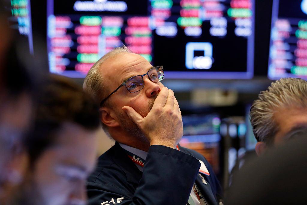 Koronawirus uderza w rynki akcji.