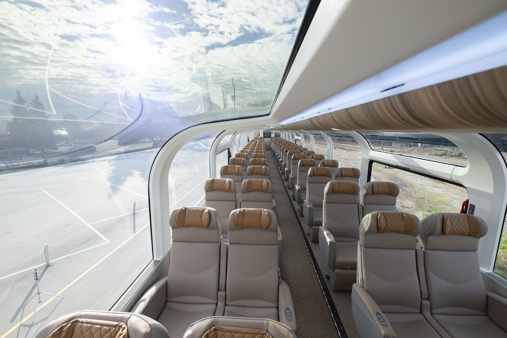 Szklane, panoramiczne pociągi, które jeżdżą po Kanadzie. Zaprojektowała je międzynarodowa firma Stadler