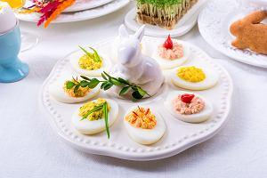 Potrawy wielkanocne - jajka faszerowane na kilka sposobów. Pomysły na pyszne i proste przekąski
