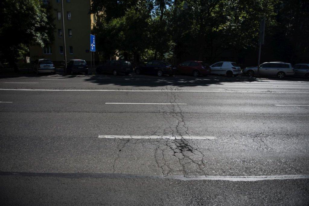 Zniszczona nawierzchnia ul. Bitwy Warszawskiej 1920 r.