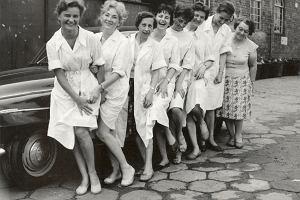 Kobiety Fotonu: Jak przychodziły zdjęcia od lekarza, który fotografował nago żonę, to pół laboratorium się zbiegało na chichoty