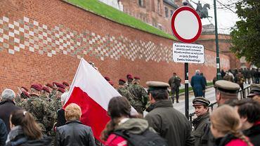 Przerobiony znak drogowy na Wzgórzu Wawelskim