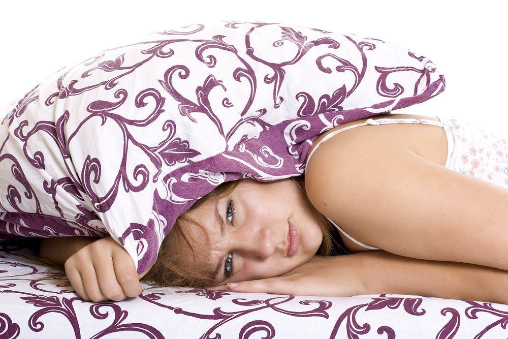 Jet lag objawia się mi.n problemami ze snem