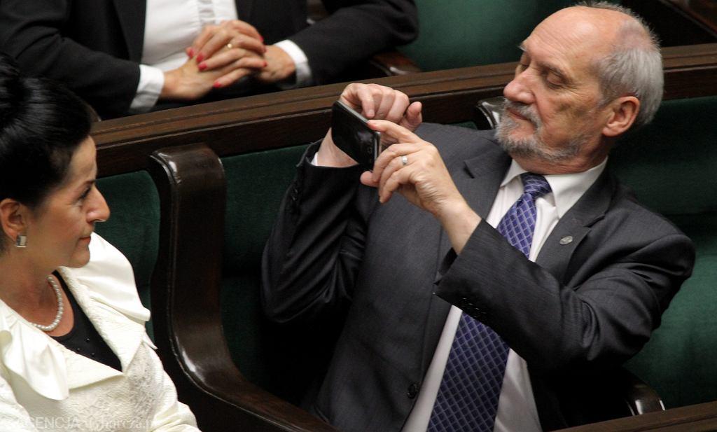 Antoni Macierewicz podczas expose premier Kopacz