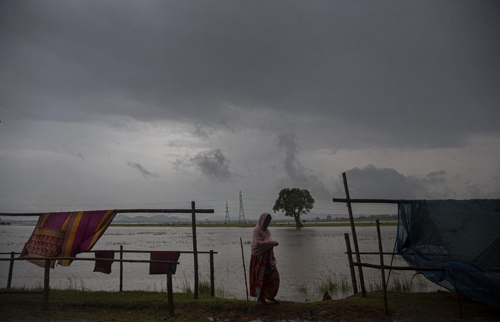 W wyniku powodzi monsunowych w Indiach tylko w czwartek zginęło 100 osób