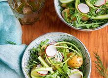 Sałatka ziemniaczana zsurowymi szparagami ikoperkowym sosem - ugotuj