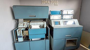 Odra 1305 pracująca przez 30 lat we wrocławskich zakładach Hutmen trafiła do Muzeum Przemysłu i Kolejnictwa w Jaworzynie Śląskiej. Choć ten egzemplarz wyłączono w 2003 r., pracownicy muzeum są przekonani, że uda się go ponownie uruchomić.