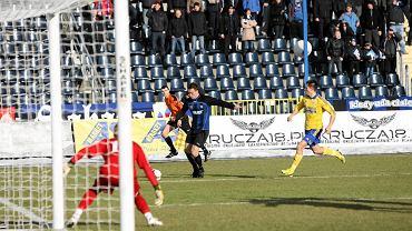 Zawisza - Arka 0:0. W bramce Jakub Miszczuk