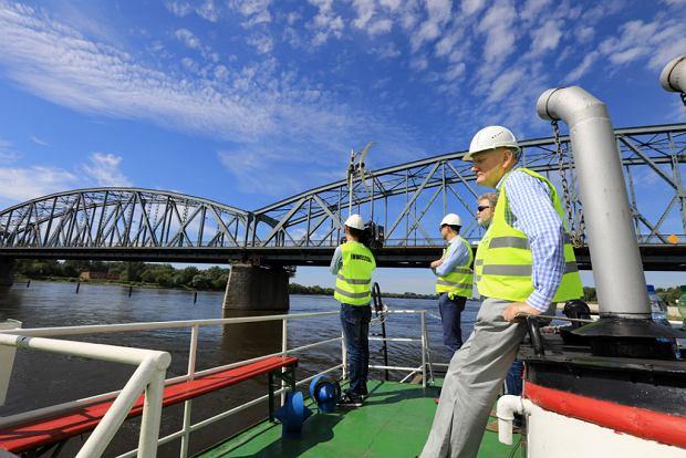 Zdjęcie numer 0 w galerii - Dziennikarze sprawdzali, jak przebiega rozbudowa starego mostu za 123 mln zł [GALERIA]