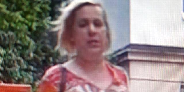 Zaatakowała kobietę gazem pieprzowym i zabrała torebkę. Policja szuka osoby ze zdjęcia