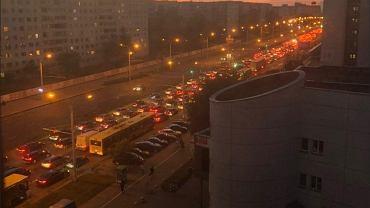 Tak protestują Białorusini: Korki, zablokowane cysternami drogi, wszechobecny dźwięk klaksonów