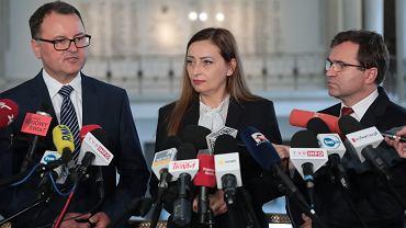 Klub PiS stracił większość w Sejmie. Kim są posłowie, którzy opuścili szeregi PiS?