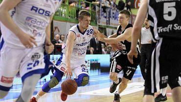Daniel Szymkiewicz z piłką