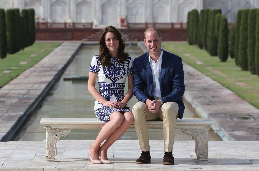 Księżna Kate i książę William kończą swoją oficjalną wizytę w Indiach i Bhutanie. Ostatniego dnia odwiedzili Taj Mahal, gdzie 24 lata temu przyjechała też księżna Diana. Książęca para zrobiła sobie zdjęcie w tym samym miejscu, gdzie tragicznie zmarła księżna.