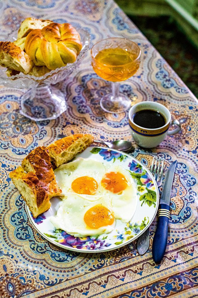 Kirgistan, domowe śniadanie w Kazarmanie