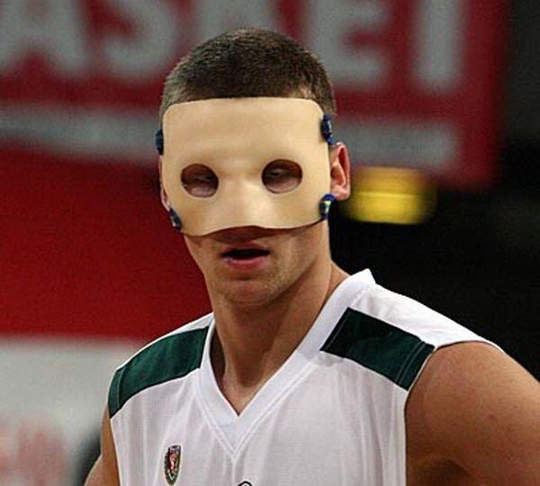 - Gdybym złamał nos jeszcze raz, to na własną odpowiedzialność zagrałbym bez maski - mówi Maciej Szlachtowicz, były koszykarz Śląska