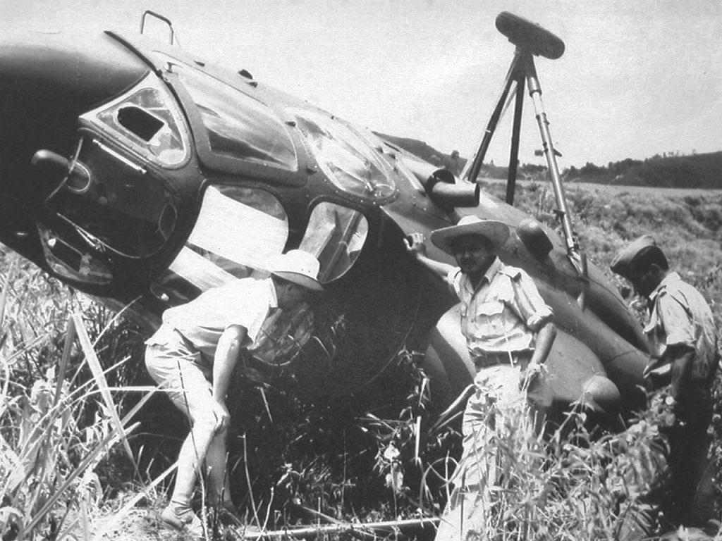 Wypadek śmigłowca w Indonezji, 1960 (archiwum prywatne Ryszarda Witkowskiego)