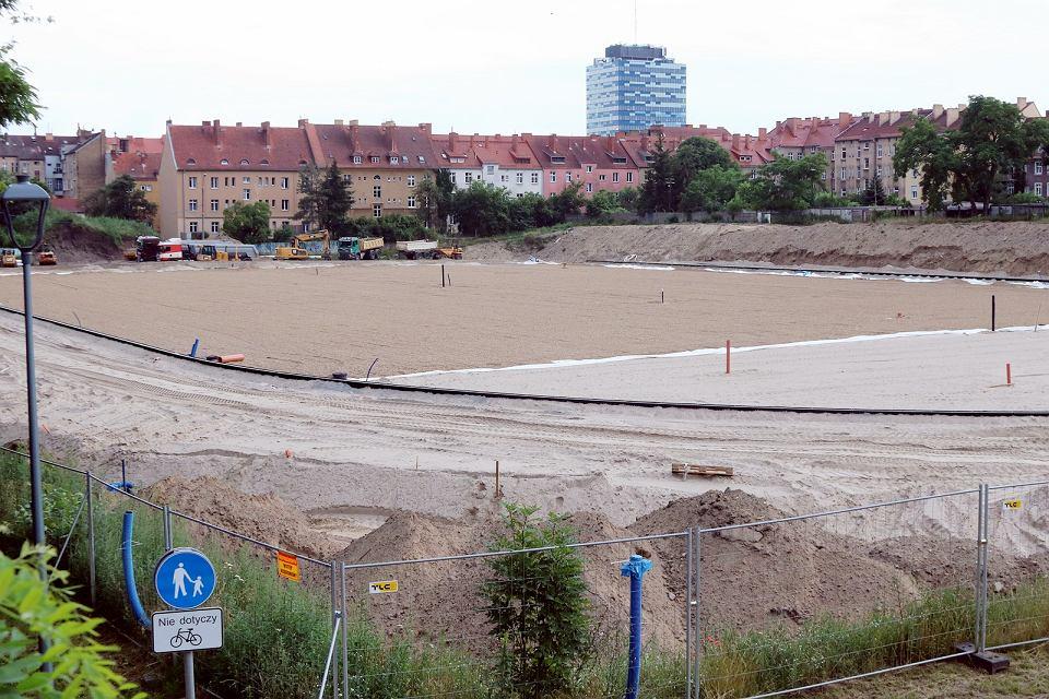 Zdjęcie numer 1 w galerii - Widać już zarysy bieżni i boiska. Nowoczesny stadion lekkoatletyczny nabiera realnych kształtów