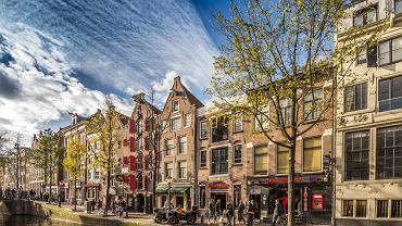Dzielnica Czerwonych Latarń w Amsterdamie przyciąga niesfornych turystów