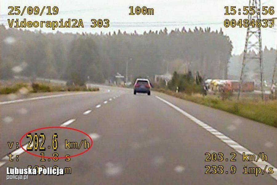 Kierowca Audi Q7 pędził 203 km/h, policja SPEED