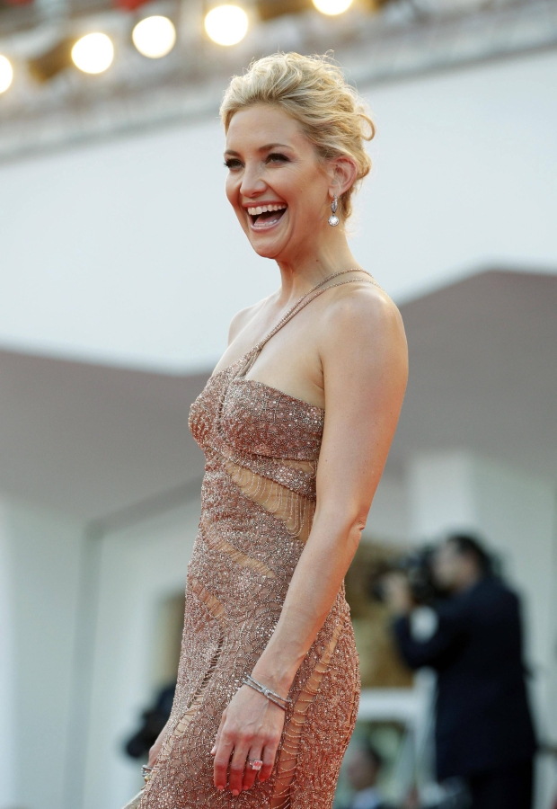 """U.S. actress Kate Hudson smiles on the red carpet of the movie """"The Reluctant Fundamentalist"""" at the 69th Venice Film Festival August 29, 2012. REUTERS/Max Rossi (ITALY - Tags: ENTERTAINMENT)"""