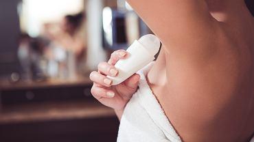 Dezodorant bez aluminium może posiadać w swoim składzie różne naturalne substancje zamienne. Zdjęcie ilustracyjne