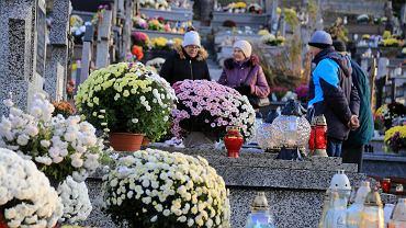 Białystok. Wszystkich Świętych. Tłumy białostoczan na cmentarzach