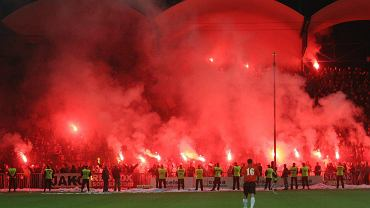 Kibice KSZO na stadionie w Ostrowcu Świętokrzyskim