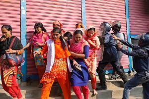 0040807d8bb40 W Bangladeszu od ponad tygodnia strajkuje przemysł odzieżowy. Płace należą  tam do najniższych na świecie