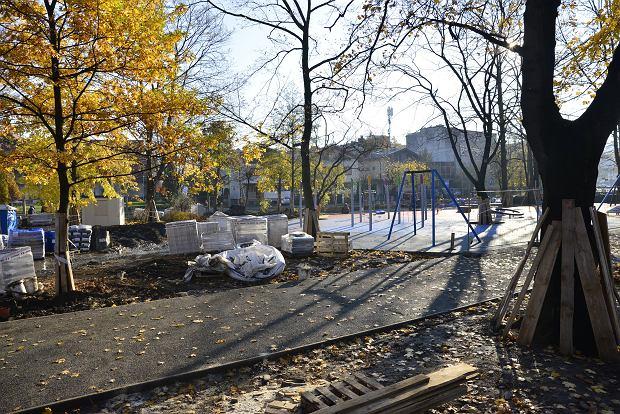 Zdjęcie numer 0 w galerii - Trwa modernizacja kolejnego zielonego zakątka w Bielsku-Białej. Strach o drzewa [ZDJĘCIA]