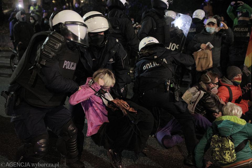 Znalezione obrazy dla zapytania: straj kobiet i policja