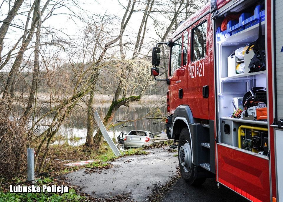 10.12.2019 r. Auto z pięcioma osobami wpadło do stawu w okolicach Świebodzina. Nikt nie przeżył.
