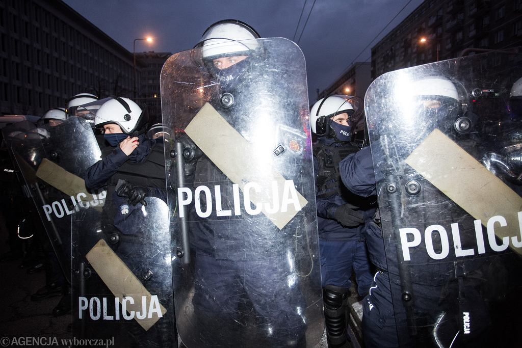 28.11.2020, Warszawa, policja w czasie manifestacji Strajku Kobiet
