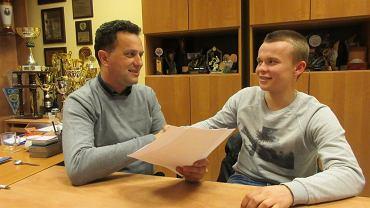 Prezes Włókniarza Michał Świącik i Mateusz Borowicz