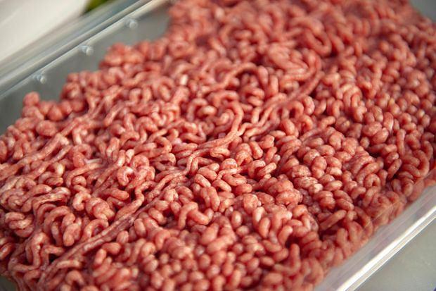 Ile naprawdę jest mięsa w mięsie? Inspekcja wykazała poważne nieprawidłowości