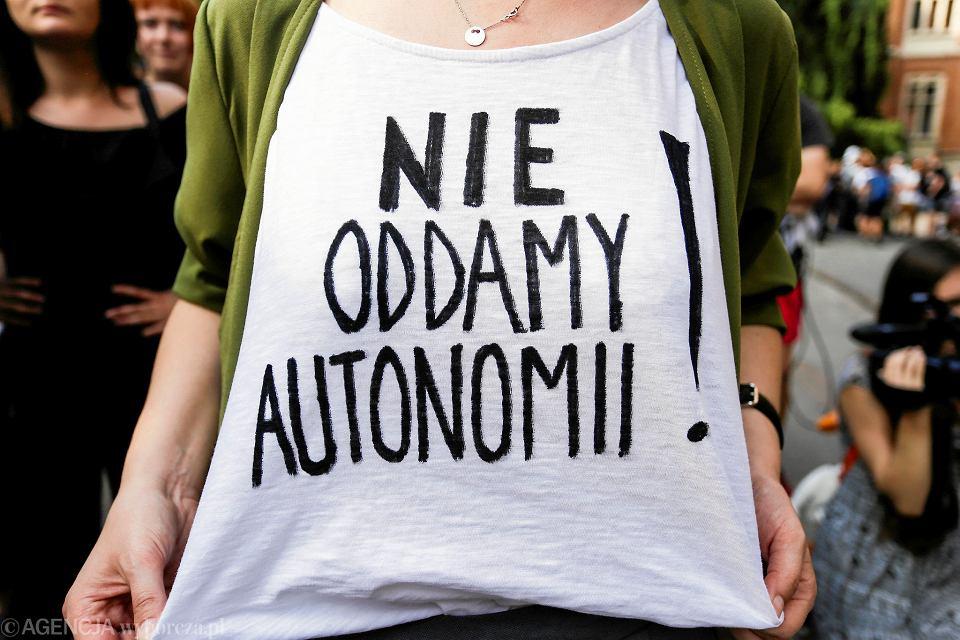 Pracownicy i doktoranci Instytut Kulturoznawstwa Uniwersytetu Wrocławskiego wsparli protest przeciwko Ustawie 2.0 ministra Gowina.