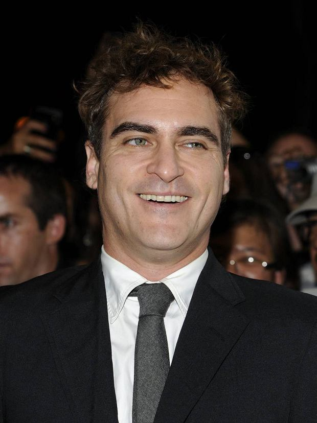 "Actor Joaquin Phoenix attends the premiere of ""The Master"" during the Toronto International Film Festival on Friday Sept. 7, 2012 in Toronto. (Photo by Evan Agostini/Invision/AP) SLOWA KLUCZOWE: Headshot"