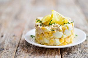 Sałatka z ananasem i selerem. Przepis na klasyczną przystawkę