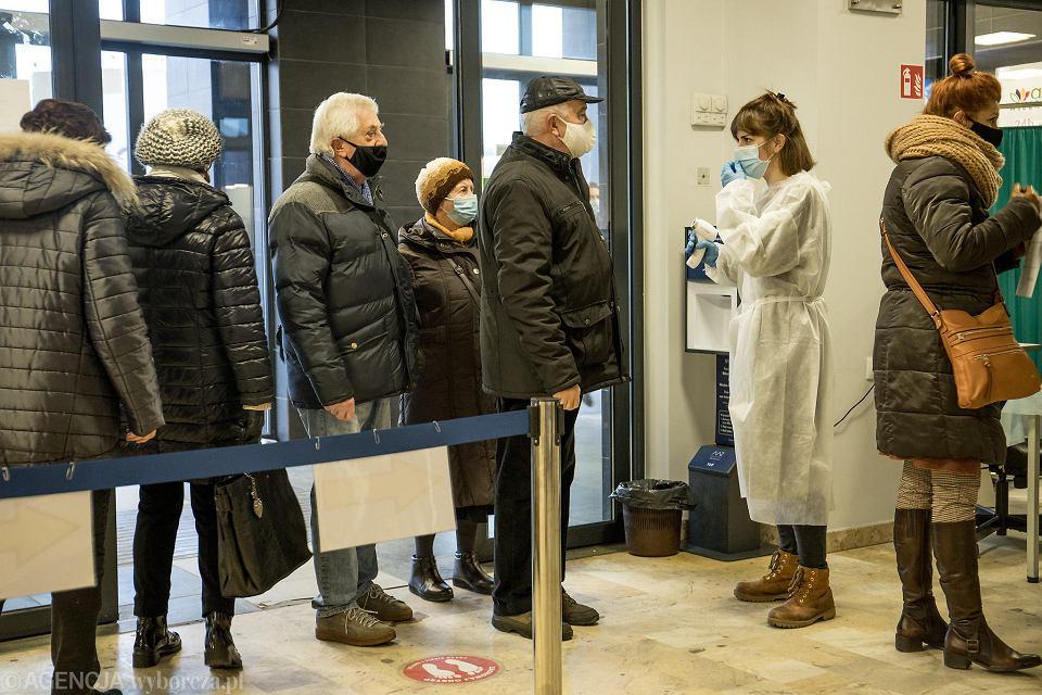 22 stycznia, POSUM na Winogradach w Poznaniu. W piątek miejsc na szczepienia dla 70-latków nie było tu wcale
